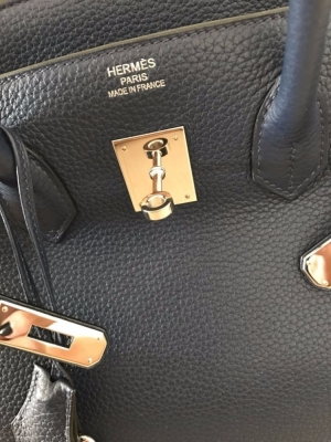 ... card and original Hermes purchase invoice. Purchased at HERMES in France  in March 2015. Purchase price 2015  7400 euros - Price 2017  8000 euros . d01586e0f5b78