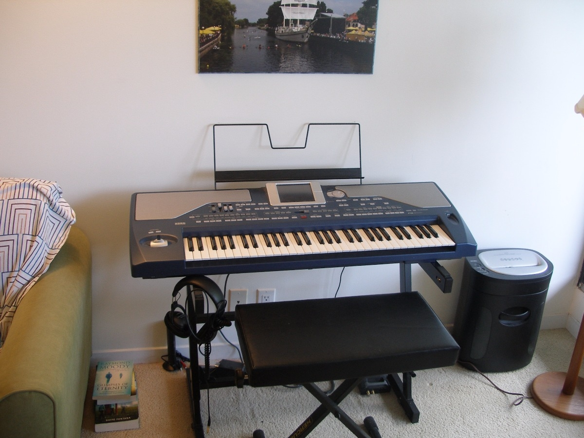 selling like new korg pa 800 professional keyboard music buy and sell city of ottawa. Black Bedroom Furniture Sets. Home Design Ideas