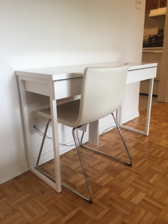 ikea besta burs high gloss white desk furniture buy and sell city of ottawa. Black Bedroom Furniture Sets. Home Design Ideas